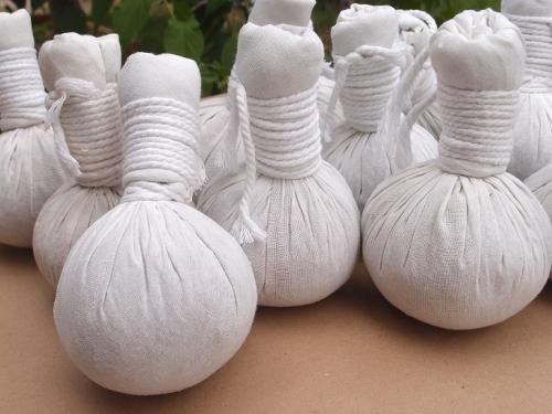 11Мешочки с травами для ароматерапии тайского массажа Thai massage hot herbal compress bag