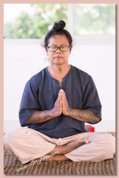 Учитель Суккай Чароэннет Sukkai Charoennet storyteep лечебный тайский массаж по меридианам тела